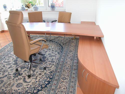 Möbel - Schränke, Regale, Tische, Schreibtische.